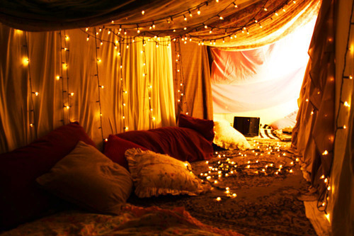 How would you like to fall asleep watching tiny twinkling lights resembling  stars above your bed. 45 Ideas To Hang Christmas Lights In A Bedroom   Shelterness