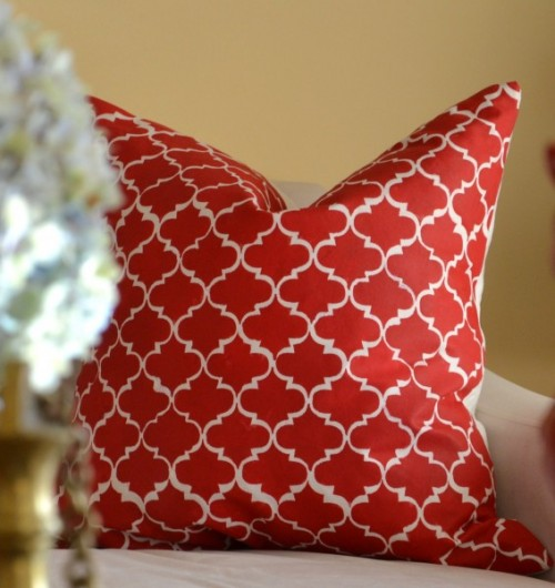 morocco-stenciled throw pillow (via whatsurhomestory)
