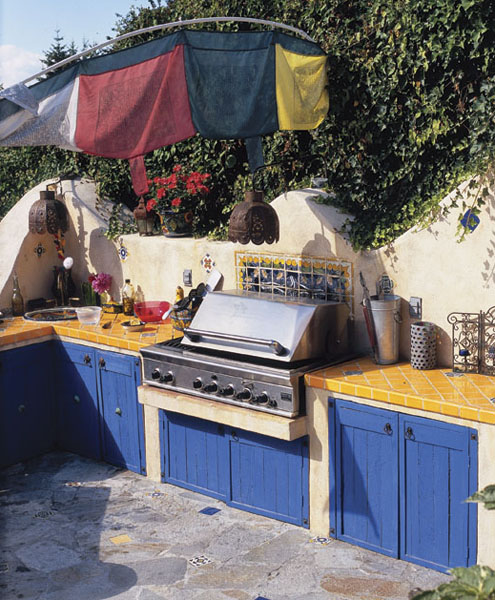 beautiful outdoor kitchen (via popularmechanics)