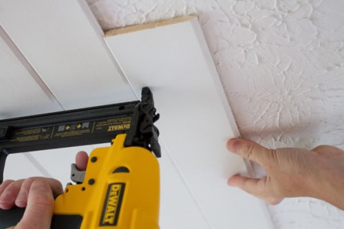 popcorn ceiling to plank ceiling (via theletteredcottage)