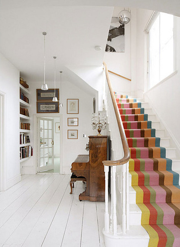 How To Decorate A Staircase - 7 Ideas And Tips - Shelterness