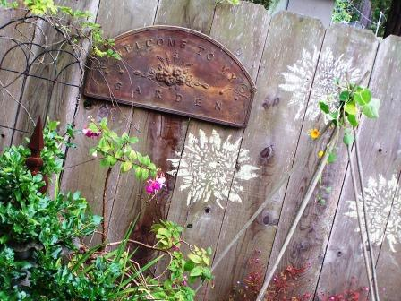 How To Decorate Your Fence Using Stencils