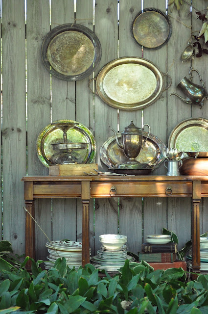 Plates On Wall In Dining Room Decor