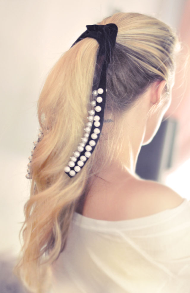How To Make A Velvet And Pearl Hair Ribbon