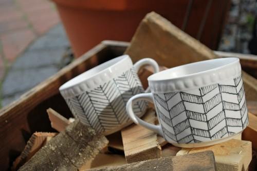 handpainted cups (via drawingsunderthetable)