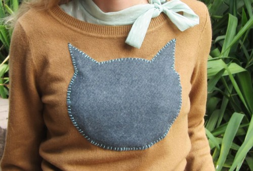 cat applique sweater (via lalafauxbois)