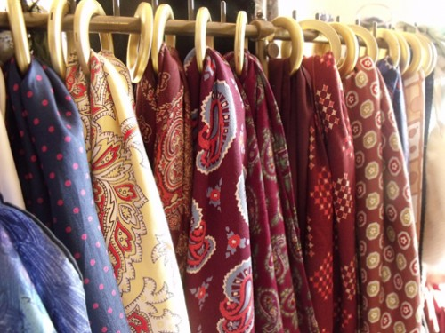 50 scarves storage ideas shelterness - Comment ranger les foulards ...