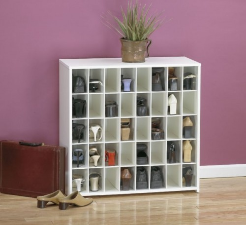 Compact shoes display
