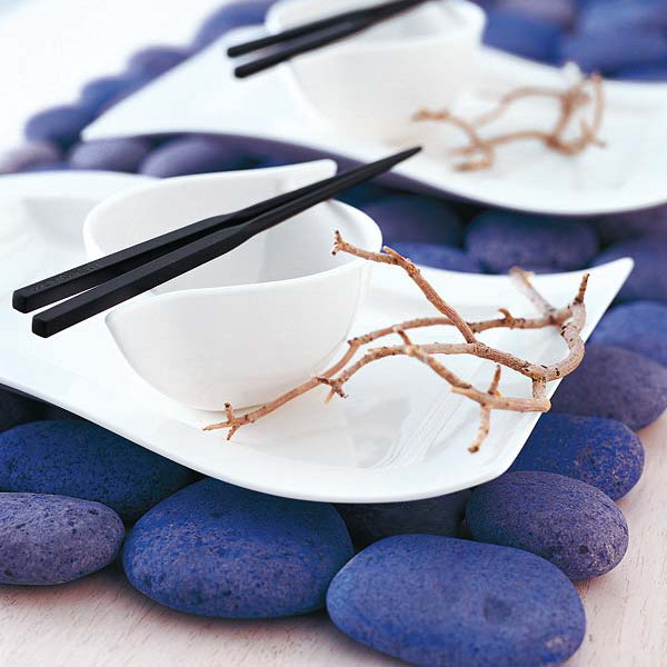 placemats made of large pebbles spray painted purple will add a bold colorful touch to the table setting