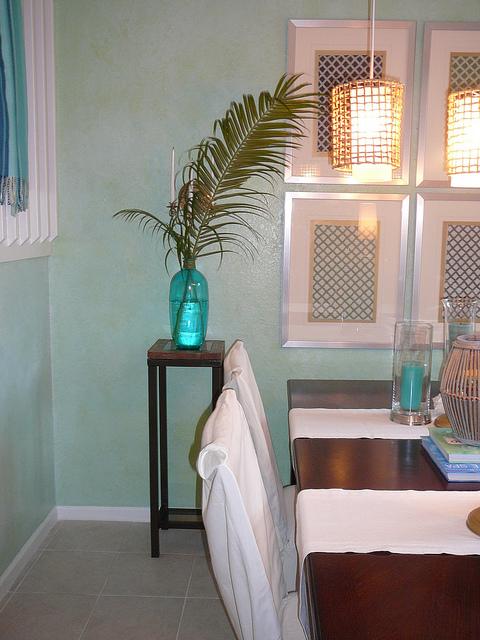 summer green whitewashed walls (via nyclq-focalpoint)