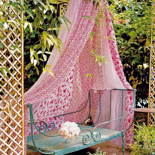 60 Ideas Of Fabric Decor In Your Garden