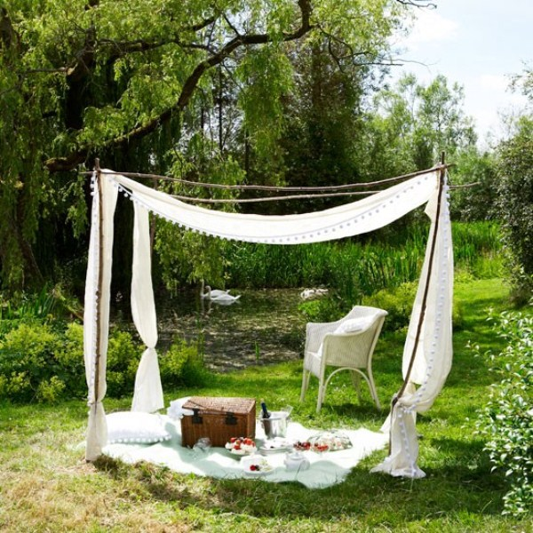 Ideas Of Fabric Decor In Your Garden | Shelterness