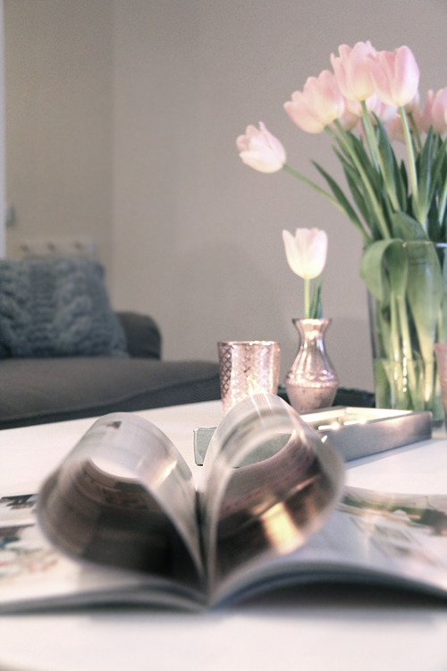 how to transform an ikea dining table into a stylish coffee table shelterness. Black Bedroom Furniture Sets. Home Design Ideas