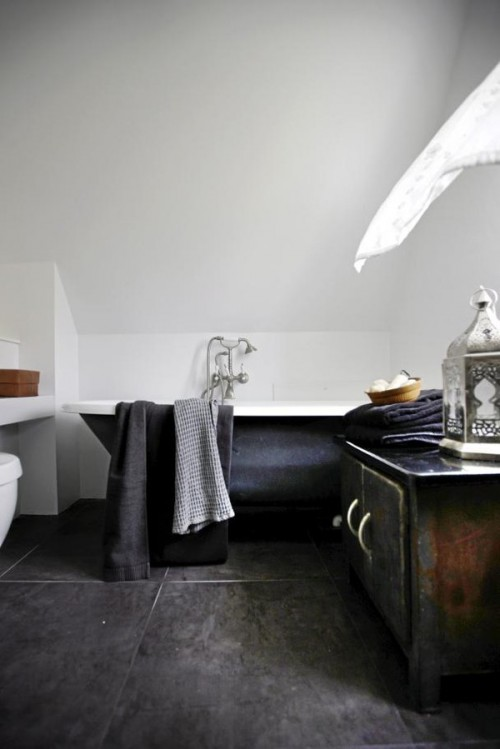 Add an antique vanity to a modern bathroom and you got yourself an interesting interior.
