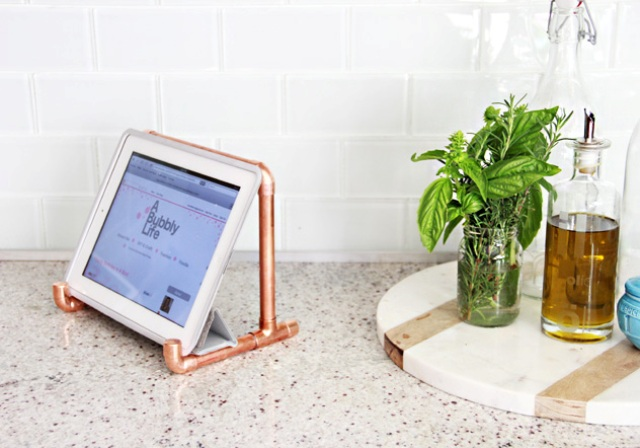 Picture Of industrial diy copper pipe ipad holder  2
