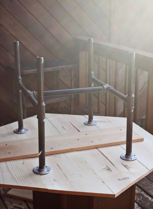 Cool Pool Tables >> Industrial DIY Pipe Legs Table - Shelterness