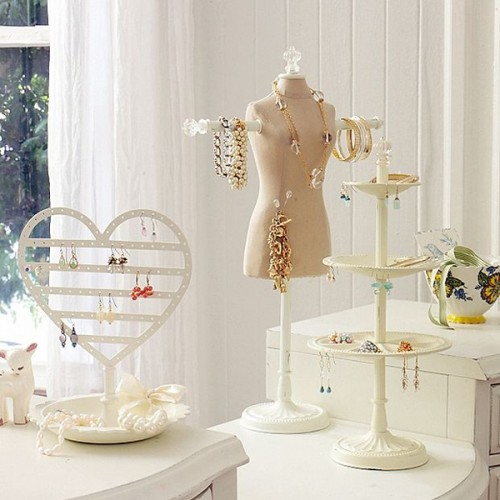 10 ideas to store your jewelry on display stands shelterness - Ideas for storing jewellery ...