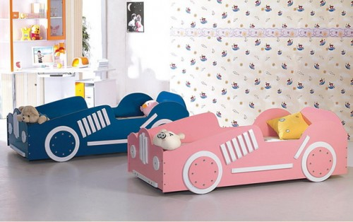 A nice idea of two similar beds in different colors for a boy/girl room.