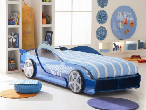 Its great when kid's room design match the bed.