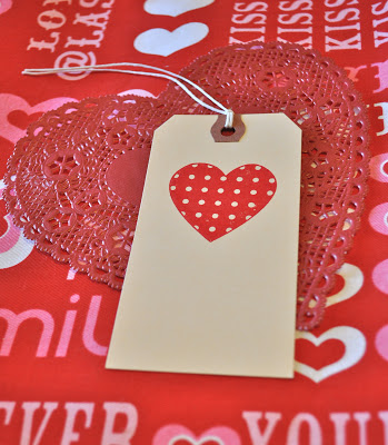 DIY glitter play dough valentines (via make-life-lovely)