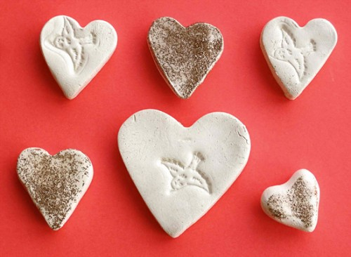 DIY clay hearts (via smallforbig)