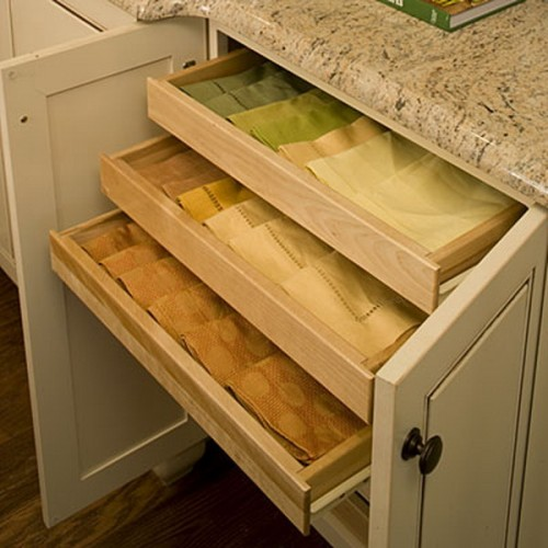 You can organize linen hand towels in drawers too.