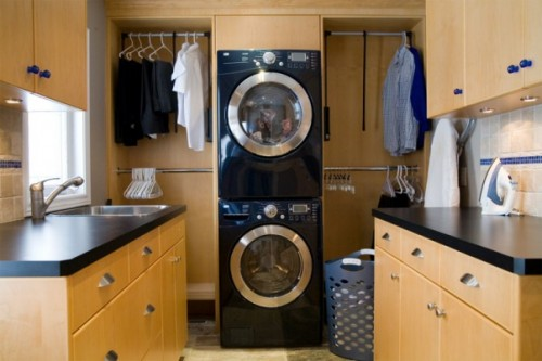 Black appliances work really well with black countetops.