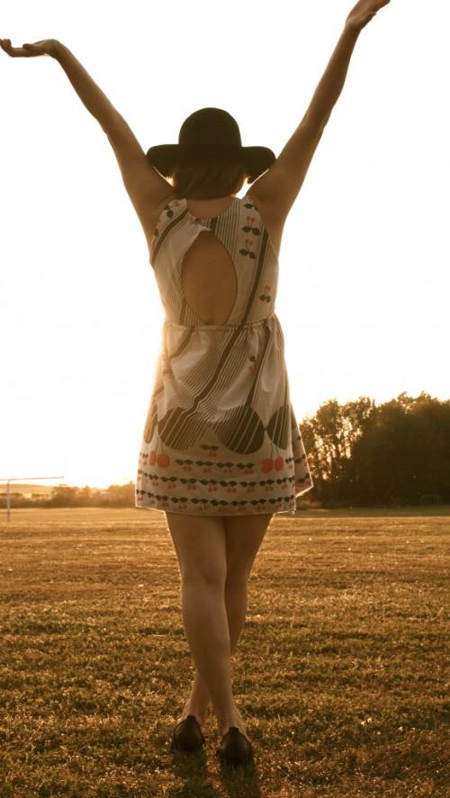cherry picking dress (via lyllosmig)