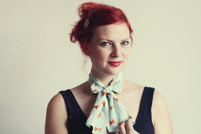bow printed scarf