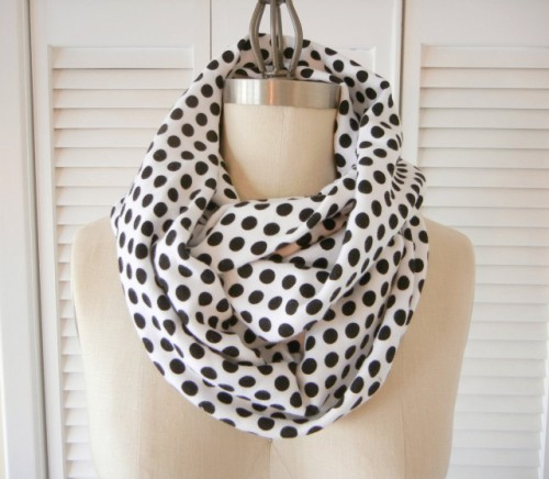 polka dot black and white scarf (via shrimpsaladcircus)
