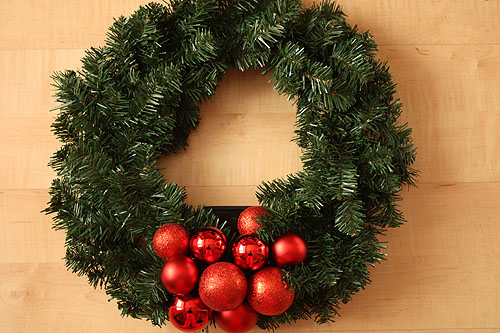 Simple DIY Solar Powered LED Christmas Wreath (via notmartha)
