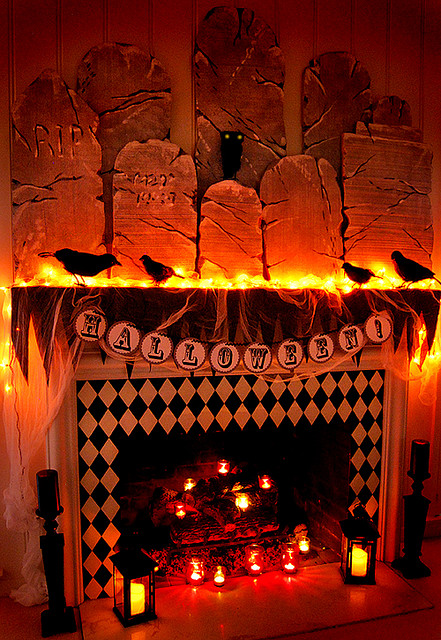 Picture of lovely halloween mantle for Cool halloween decorations