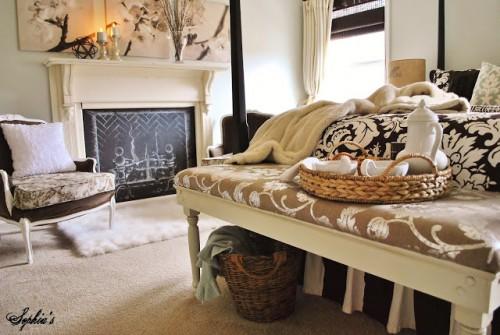elegant bedroom bench (via sophiasdecor)