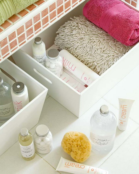 Makeup storage in baskets and boxes 1