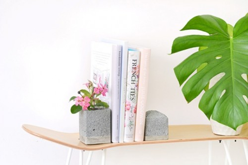 Minimalist diy faux granite bookends shelterness for Minimalist living in college