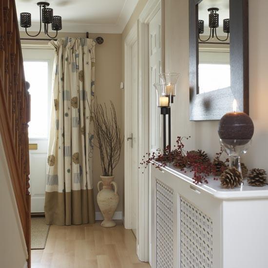 mirror ideas in a hallway shelterness