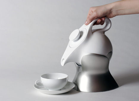Modern and Sleek Teapot That Makes Brewing Easy