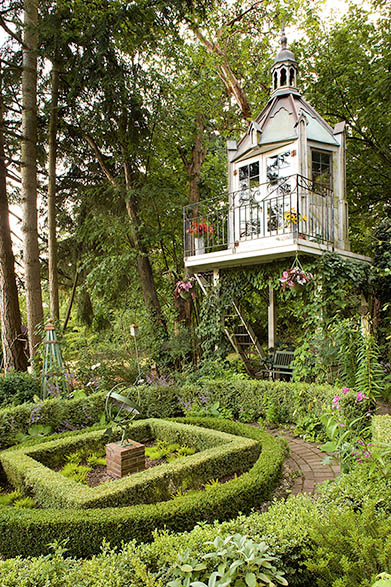 Tower-Like Garden Shed (via debraprinzing)