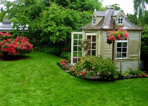 Garden Shed That Looks Like Dollhouse (via ana-rosa)