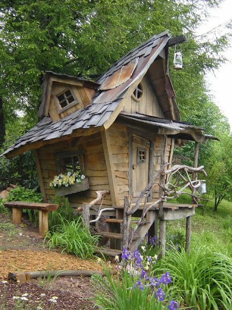 Fantasy Garden Shed (via avidekiotthon)