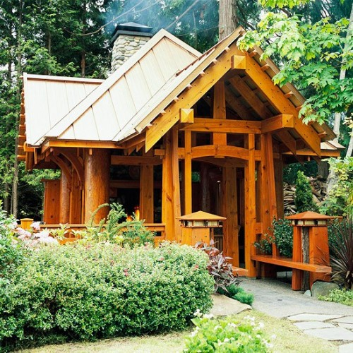 Wooden Garden Shed (via smallgardenlove)
