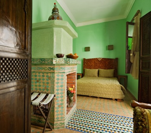 15 moroccan bedroom decorating ideas shelterness for Moroccan bedroom inspiration