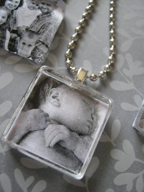 photo necklace (via shelterness)