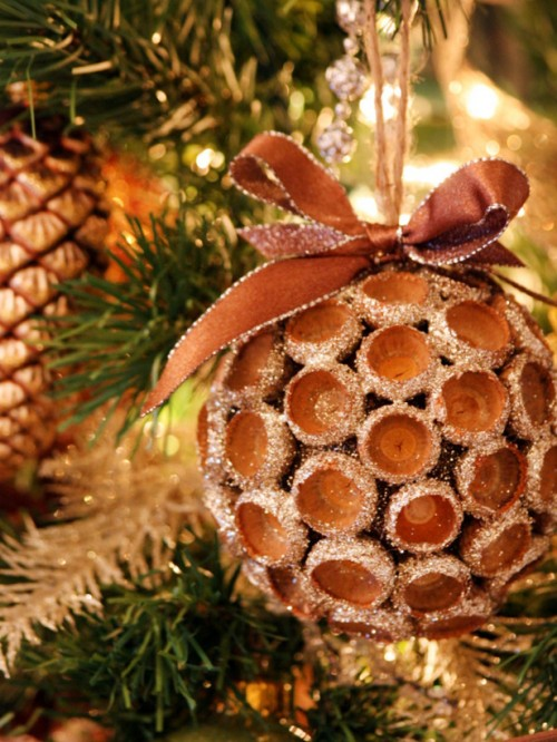 Harvested Acorns Christmas Ornament (via hgtv)