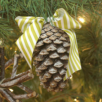 DIY Frosted Pinecone Ornament
