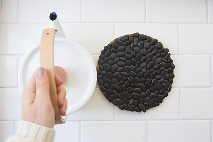 Picture Of natural diy cork and pebbles trivet  2