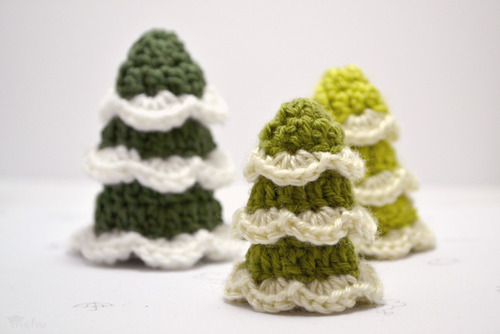 crocheted Christmas tree (via blog)