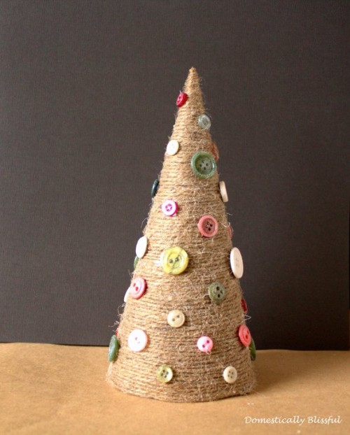 twine Christmas tree with buttons (via domesticallyblissful)