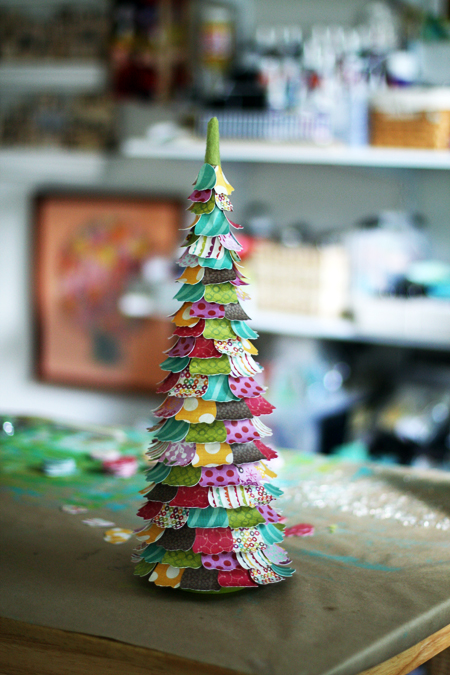 tabletop Christmas tree of colored paper (via shelterness)