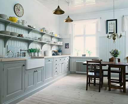 Traditional style open-plan kitchen with lots of shelves